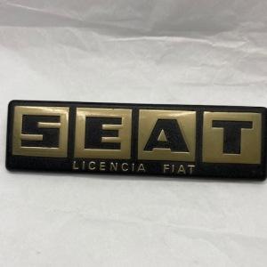 CA124600D-ANAGRAMA-TRASERO-SEAT-124-SEAT-Licencia-Fiat-DORADO